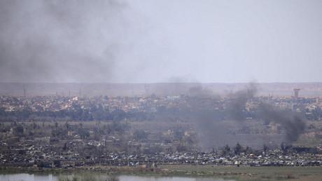 De la fumée s'élève du village de Baghouz, en Syrie, le 20 mars 2019 (image d'illustration).
