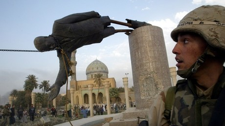 Statue de Saddam Hussein.