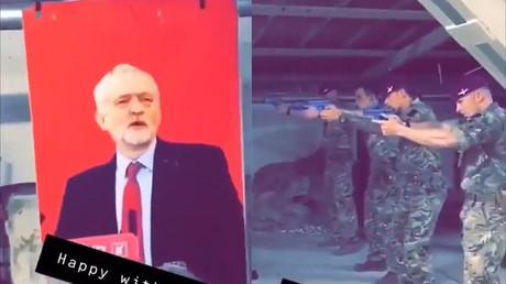 Scandale au Royaume-Uni : des soldats s'entraînaient au tir sur un portrait de Corbyn