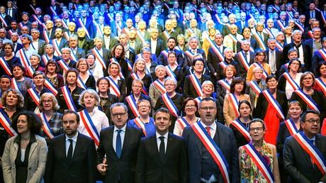 Emmanuel Macron lors de l'Assise des maires bretons.