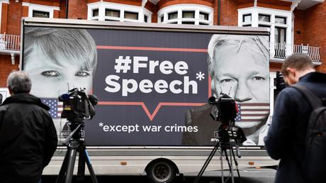 Quito évoque l'«ingratitude» d'Assange et rappelle son droit de mettre fin à son asile