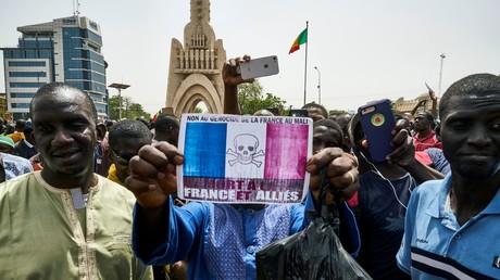 De milliers de Maliens ont manifesté contre le gouvernement et les forces internationales présentes dans le pays, le 5 avril 2019 à Bamako.