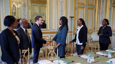 Le président français Emmanuel Macron rencontre le 5 avril à l'Elysée des représentants de l'association Ibuka, dont l'objectif est de perpétuer la mémoire des victimes du génocide rwandais.