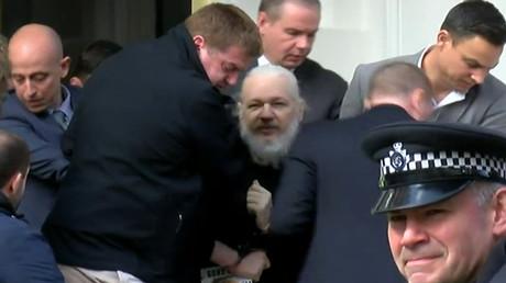 Julian Assange arrêté par la police britannique et inculpé de «piratage» aux Etats-Unis (EN CONTINU)