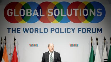 Le ministre allemand des Finances et vice-chancelier Olaf Scholz prononce un discours lors de la réunion du Forum pour la politique mondiale le 18 mars 2019 à Berlin.