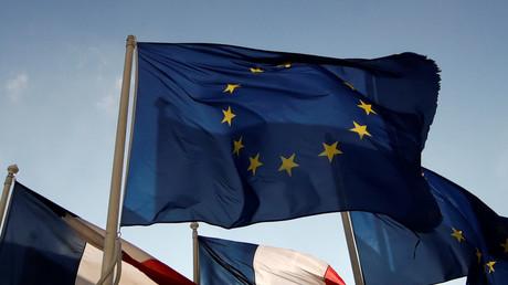Des drapeaux européens et français devant le quartier d'affaires de la Défense (image d'illustration).