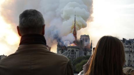 Devant Notre-Dame de Paris le 15 avril 2019.