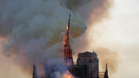 La flèche de la cathédrale Notre-Dame de Paris s'effondre, le 15 avril (image d'illustration).