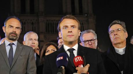 Edouard Philippe, Franck Riester, Anne Hidalgo, Emmanuel Macron, Richard Ferrand, Michel Aupetit devant la cathédrale Notre-Dame de Paris le 15 avril (image d'illustration).
