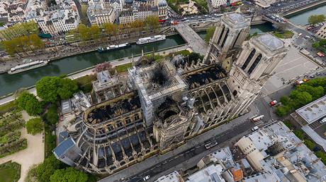 La cathédrale Notre-Dame de Paris vue du ciel après l'incendie