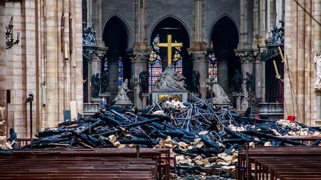 Débris à l'intérieur de Notre-Dame de Paris le 16 avril 2019.