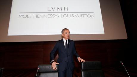 Bernard Arnault, première fortune de France, à la tête du groupe LVMH, a annoncé offrir 200 millions d'euros pour la reconstruction de Notre-Dame.