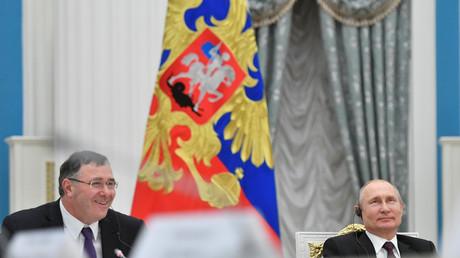 Le président russe Vladimir Poutine et le PDG de Total Patrick Pouyanné le 18 avril, à Moscou.