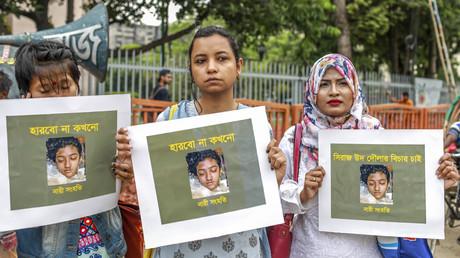 Manifestations au Bangladesh après le décès d'une victime de harcèlement sexuel brûlée vive