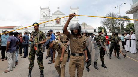 Des militaires sri lankais aux abords de l'église St. Anthony's Shrine, Kochchikade à Colombo, frappée par une explosion ce 21 avril.