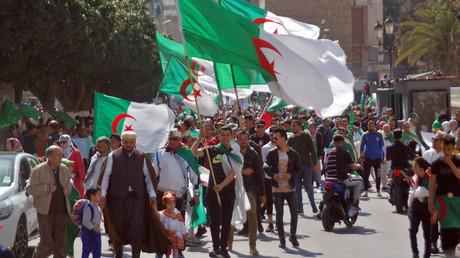 Manifestation anti-système à Oran, dans le nord-ouest de l'Algérie, le 9 avril 2019.