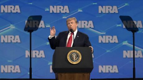 Le président des Etats-Unis Donald Trump, lors de l'assemblée annuelle de la NRA, le 26 avril 2019, au Lucas Oil Stadium d'Indianapolis.