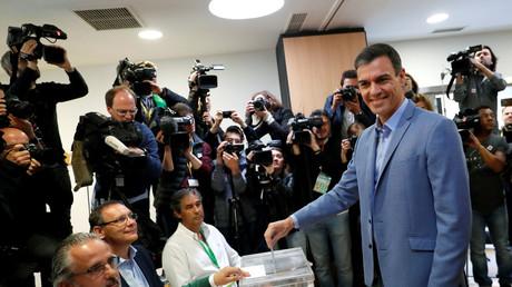 Le président du gouvernement Pedro Sanchez en train de voter le 28 avril 2019 à Pozuelo de Alarcon, à proximité de Madrid (image d'illustration).