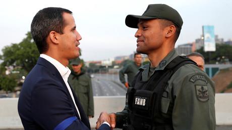 Venezuela : Guaido s'affiche avec des militaires, Caracas dénonce un «coup d'Etat»