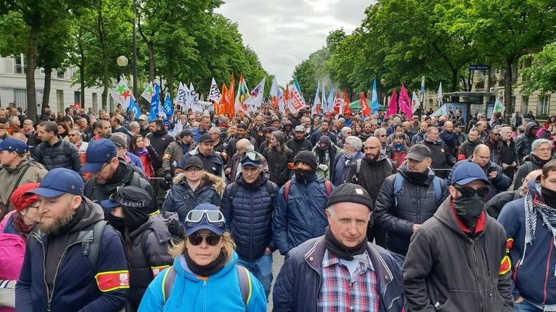 a81195d9be3 Les syndicats du secteur public manifestent à Paris et en France (IMAGES)