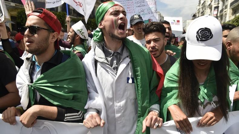 Algérie : le patron de l'armée dans le viseur des manifestants (IMAGES, VIDEOS)