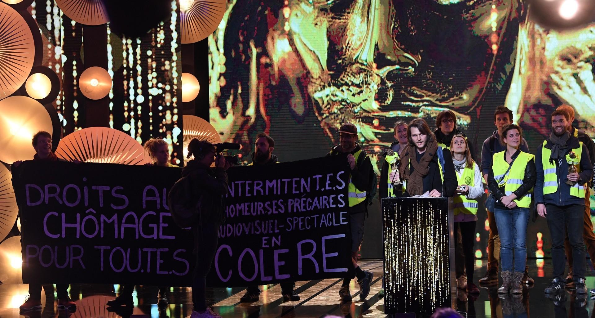 «Droits au chômage pour tou.te.s» : des Gilets jaunes perturbent la cérémonie des Molières (IMAGES)