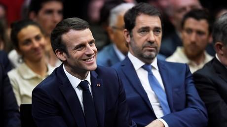 Le président de la République Emmanuel Macron et le ministre de l'Intérieur Christophe Castaner lors d'une session du Grand Débat à Gréoux-les-Bains, le 7 mars 2019 (image d'illustration).