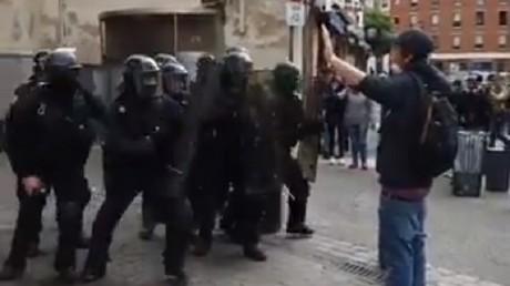 Un manifestant a été violemment chargé à Toulouse lors de l'acte 25 des Gilets jaunes.