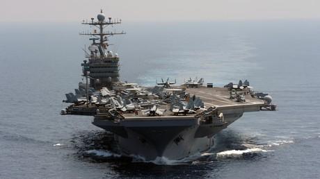 Le porte-avions américain USS Abraham Lincoln dans l'océan indien, en janvier 2012.