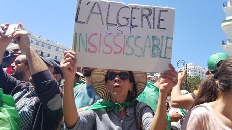 Manifestation contre le pouvoir pour le 12e vendredi consécutif, à Alger, le 10 mai 2019.