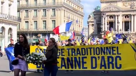 Le défilé de l'Action française le 12 mai à Paris.