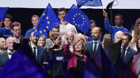 La candidate de La République en Marche (LREM) aux prochaines élections européennes, Nathalie Loiseau (au centre), prend la parole lors d'une réunion publique précédant les élections européennes du 11 mai 2019, à Strasbourg.