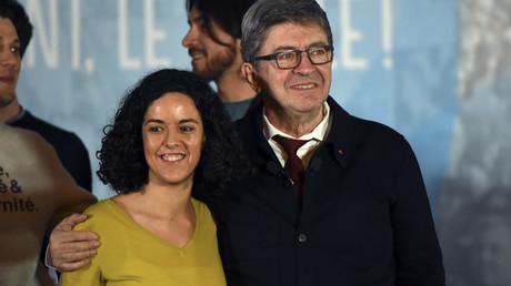 La tête de liste LFI pour les européennes Manon Aubry, accompagnée par Jean-Luc Mélenchon, lors d'un meeting à Nîmes, le 5 avril 2019 (image d'illustration).