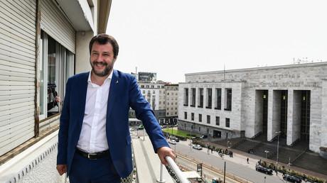 Matteo Salvini pose sur le balcon d'un appartement saisi à la mafia et situé en face du Palais de justice de Milan, le 7 mai 2019 (image d'illustration).