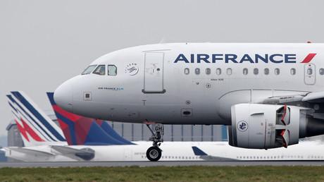 Airbus France Airbus A318-100 atterrissant à l'aéroport Roissy Charles-de-Gaulle en mars 2018.