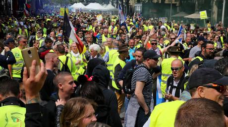 Gilets jaunes à Reims : une manifestante blessée à la tête lors d'une charge policière (VIDEO)