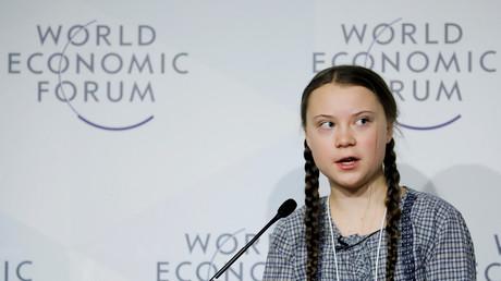 A 16 ans, la militante écologiste suédoise Greta Thunberg a popularisé l'idée de renoncer à prendre l'avion en préférant se rendre au Forum annuel de Davos, en Suisse, le 25 janvier 2019 au terme d'un voyage en train de 32 heures depuis Stockholm.