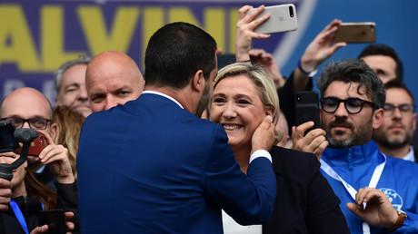 Matteo Salvini et Marine Le Pen lors d'un rassemblement des eurosceptiques à Milan, le 18 mai.