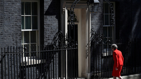 Theresa May devant le 10 Downing Street à Londres le 24 mai.