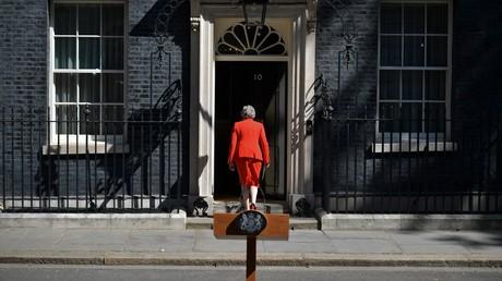 Theresa May regagne le 10 Downing Street après avoir annoncé sa démission, le 24 mai 2019, à Londres (image d'illustration).