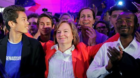 Nathalie Loiseau sourit jaune au QG de campagne de LREM le 26 mai 2019.