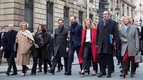 Le Premier ministre Edouard Philippe et ses collègues du gouvernement quitte le palais de l'Elysée après une réunion avec le président Emmanuel Macron, le 4 janvier 2019 (image d'illustration).