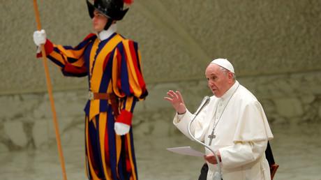 Le pape François met en garde contre la cruauté et l'élitisme opposés aux migrants