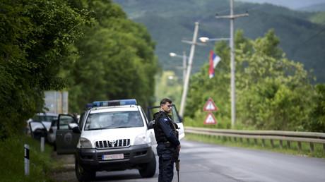 Un policier kosovar dans le village de Cabra, le 28 mai 2019.