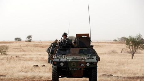 Des soldats français de l'Opération Barkhane patrouillent au Mali, en octobre 2017 (image d'illustration).