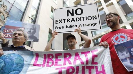 Les partisans de Julian Assange se rassemblent devant le tribunal de Westminster à Londres, le 30 mai 2019 (image d'illustration).