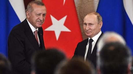 Syrie : Erdogan appelle à respecter la trêve à Idleb lors d'un entretien avec Poutine