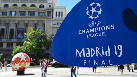 Une affiche annonce le match de football de la finale de la Ligue des champions opposant Liverpool à Tottenham Hotspur, à Madrid, le 29 mai 2019.