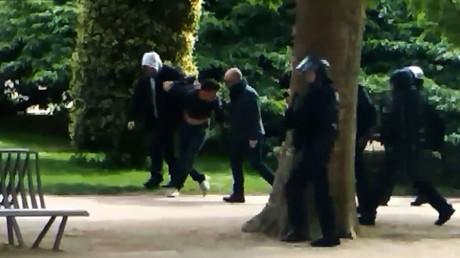 Alexandre Benalla lors des interpellations effectuées au Jardin des plantes le 1er mai 2018 (image d'illustration).