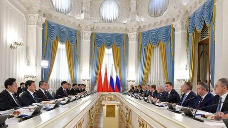 Réunion russo-chinoise au Kremlin le 6 juin.